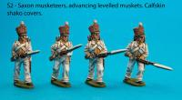 S2 Four Saxon musketeers with calfskin covered shakoes in advancing poses
