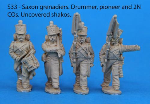 S33 - 4 Saxon grenadiers in march-attack poses. Uncovered shakos.